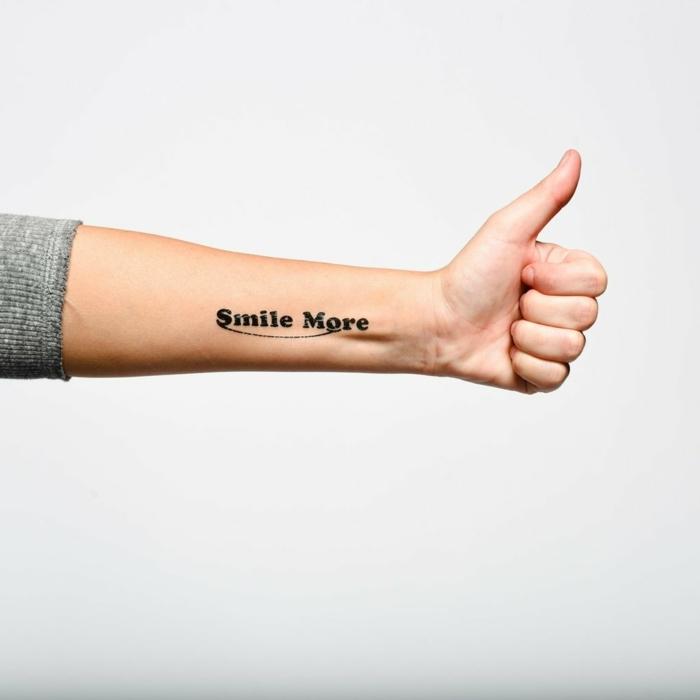tattoo motive lächeln ist die beste entscheidung für jedes problem lachen leben genießen