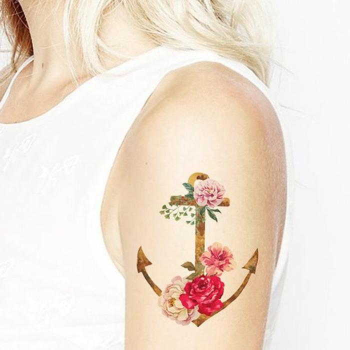 tattoo vorlagen männer und frauen schiff anker wasser blumen rote und rosa rosen blonde haare frau
