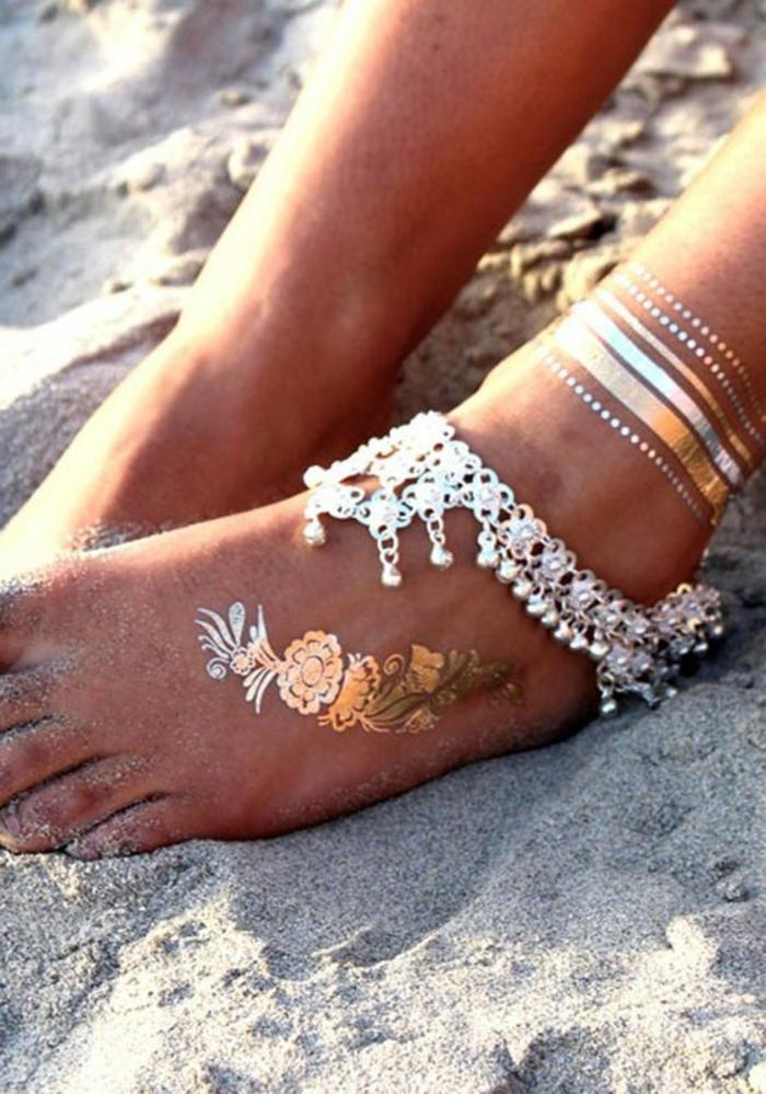 tattoo schulter frau beine füße mit dekorationen schmücken anstelle von schmuck sticker golden