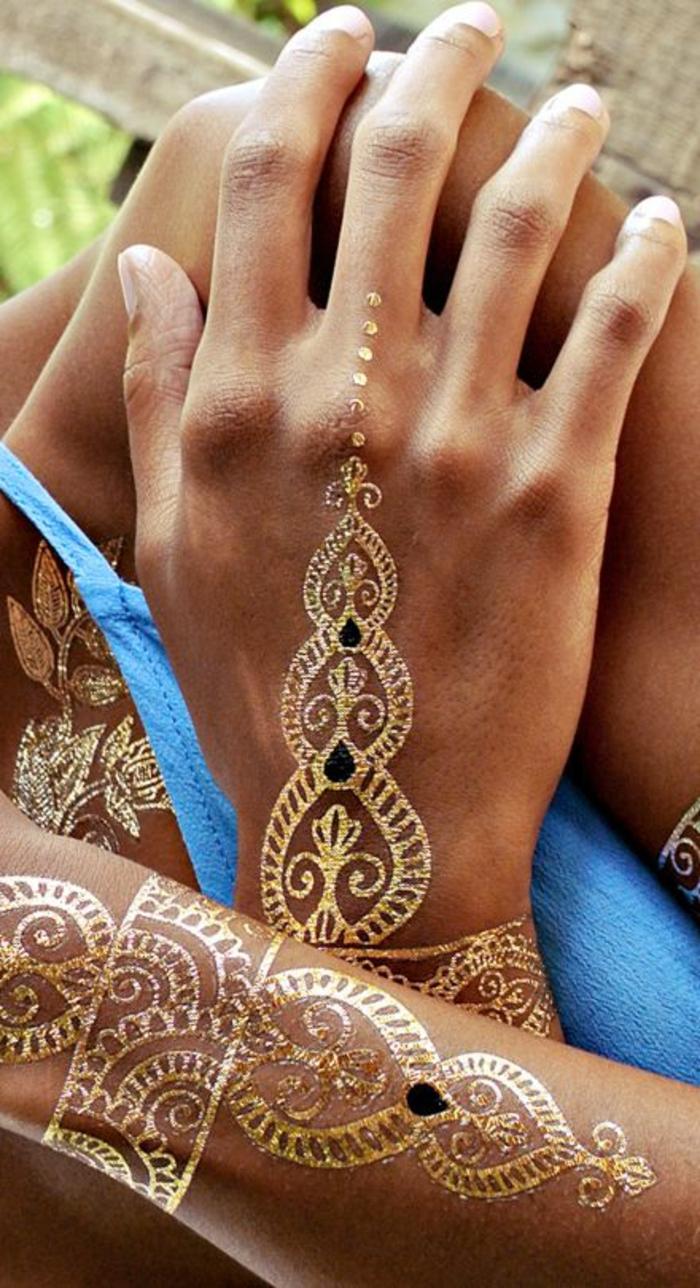 schöne tattoos in goldener farbe auf den händen stellen aufkleben hand körper dekorieren
