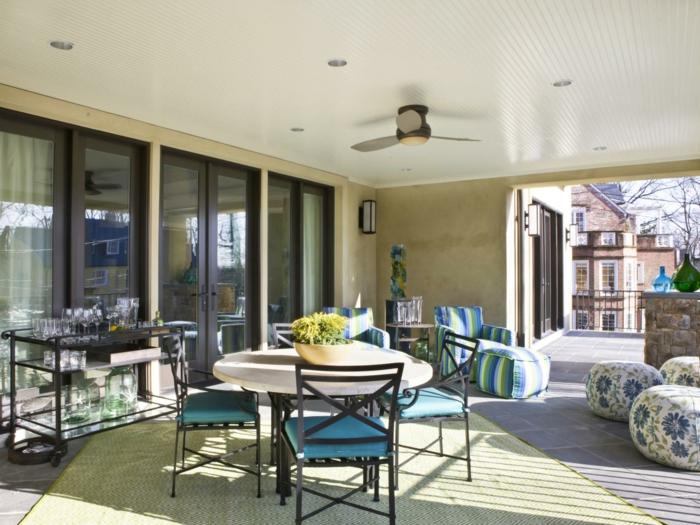 terrassengestaltung ideen zum entnehmen blau grün türkis gelbe blumen lampen deko sonne