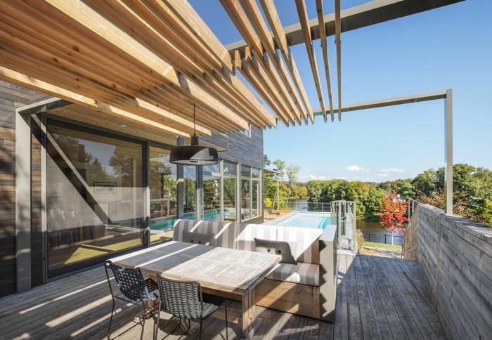 terrassengestaltung ideen hölzerne möbel auf der terrasse pool sonniges wetter sonnenschein