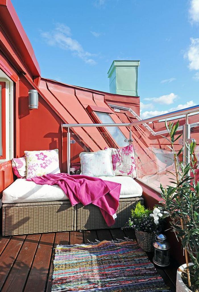 terrassengestaltung ideen kleine dachterrasse teppich hausgemacht auf der terrasse rosa decke kissen