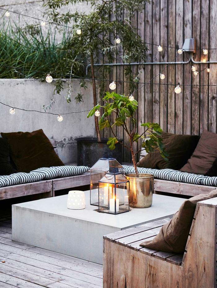 terrassengestaltung ideen schöne dezente deko auf der terrasse vase blume lampen sofa paletten