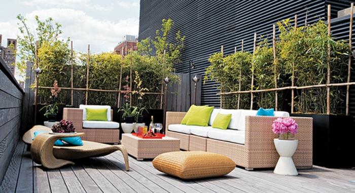 terrassengestaltung ideen bilder dezentes design und feine dekoration rattanmöbel bunte deko blumen