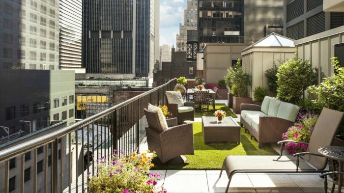 terrassengestaltung ideen bilder schöne und große terrasse in der stadt einrichten und dekorieren