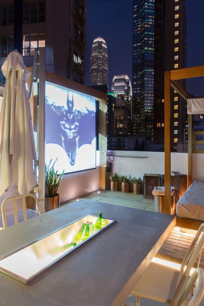terrassengestaltung bilder von schönem abend auf der terrasse filmabend auf dachterrasse idee