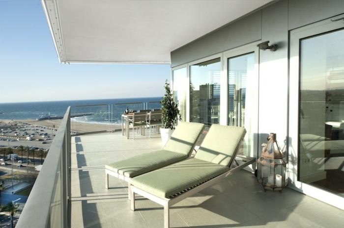 terrassengestaltung bilder weiße terrasse in der nähe von dem meer oder ozean villa urlaub ferien