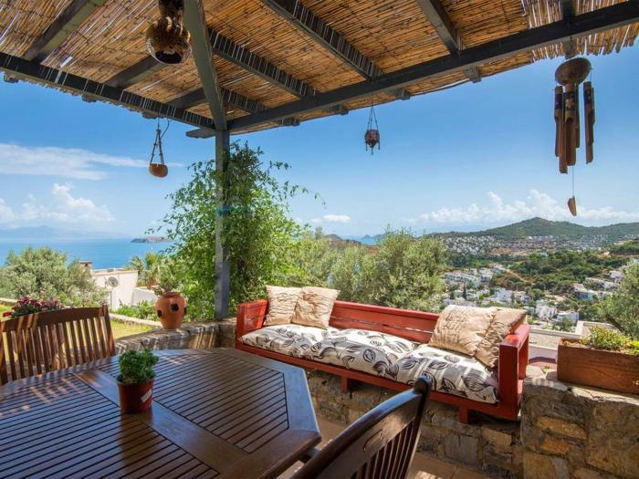 terrassengestaltung bilder schöne terrasse außer der stadt idee gestaltung sofa tisch stühle meer