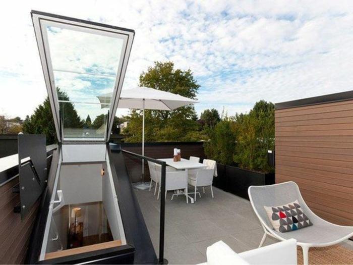 terrassengestaltung bilder dachterrasse stühle tisch mit stuhl schirm leiter zur terrasse idee