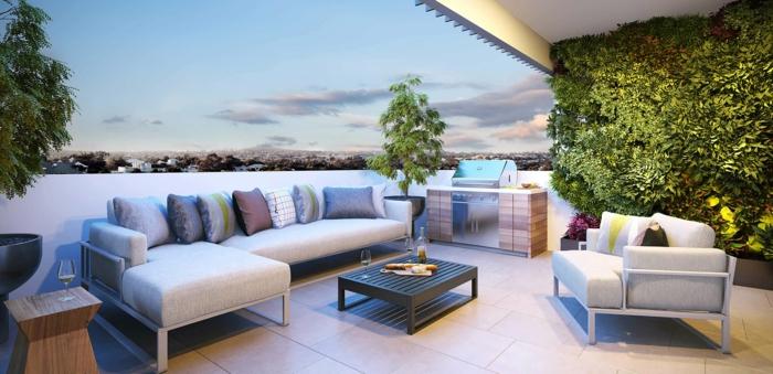 terrasse gestalten elegant und dezent terrasse mit großem sofa bunte kissen grüne pflanzen