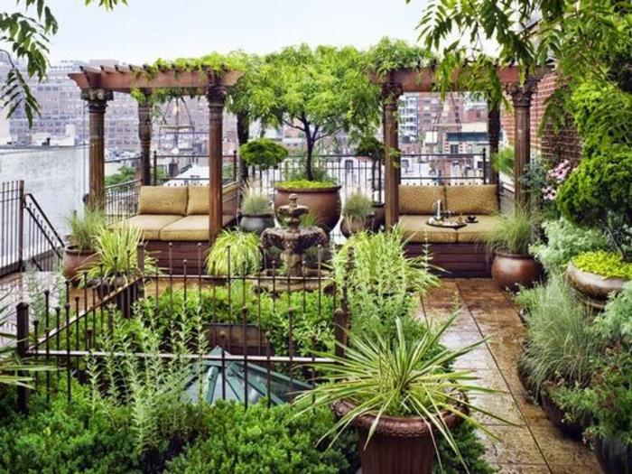 terrassen ideen bunte ideen mit vielen pflanzen grüne farbe auf der terrasse wie einen garten