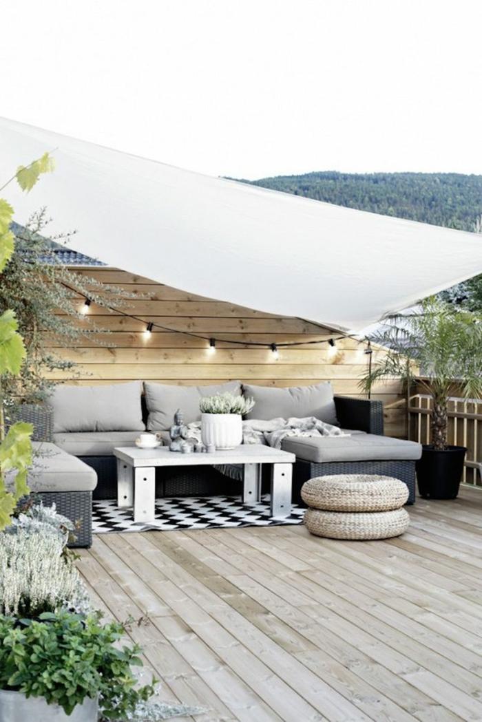 dekoideen terrasse schöne terrasse dezent eingerichtet dekoration lampen blume teppich möbel