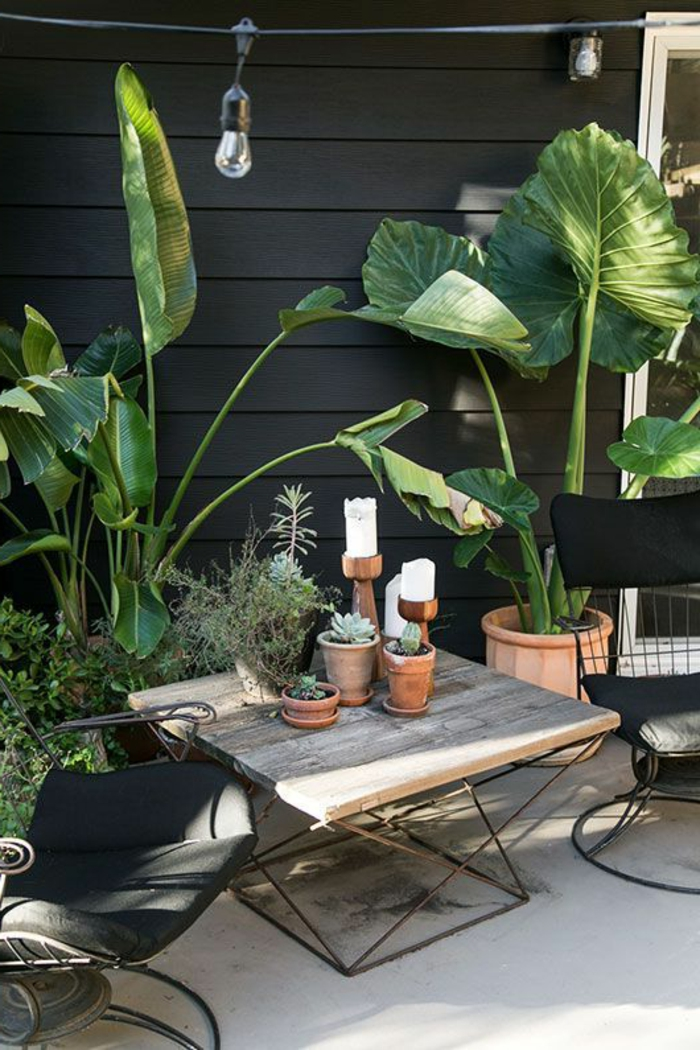 dekoideen terrasse dekorationen auf terrasse tisch sessel blumen in töpfe kerzen lampen pflanzen
