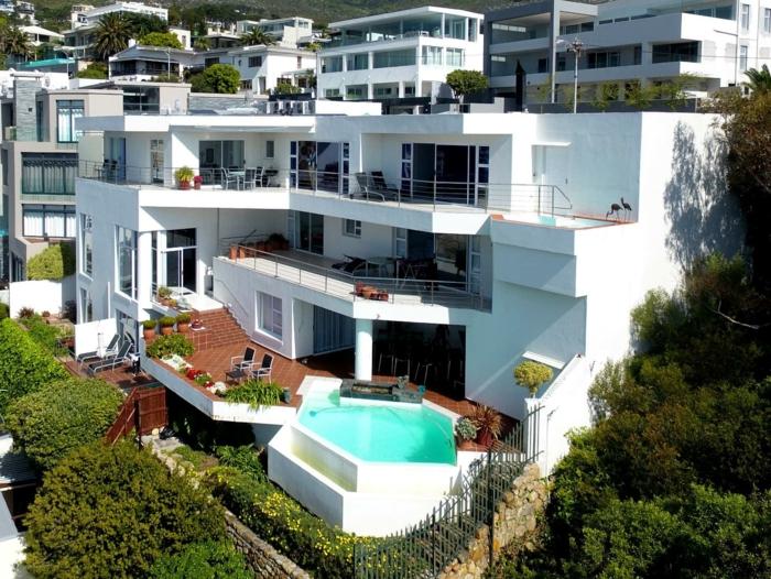 dekoideen terrasse penthaus pool große terrassen viele pflanzen gemütliche ferien genießen luxus spa