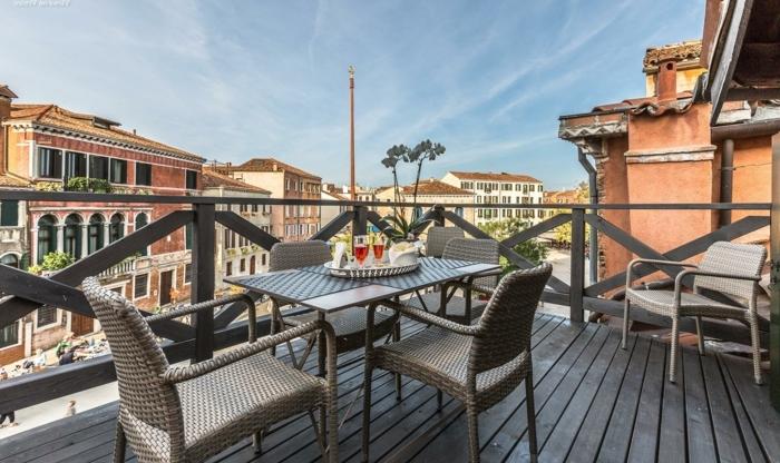 terrassengestaltung ideen bilder terrasse in der stadt aussicht von oben nach der straße idee
