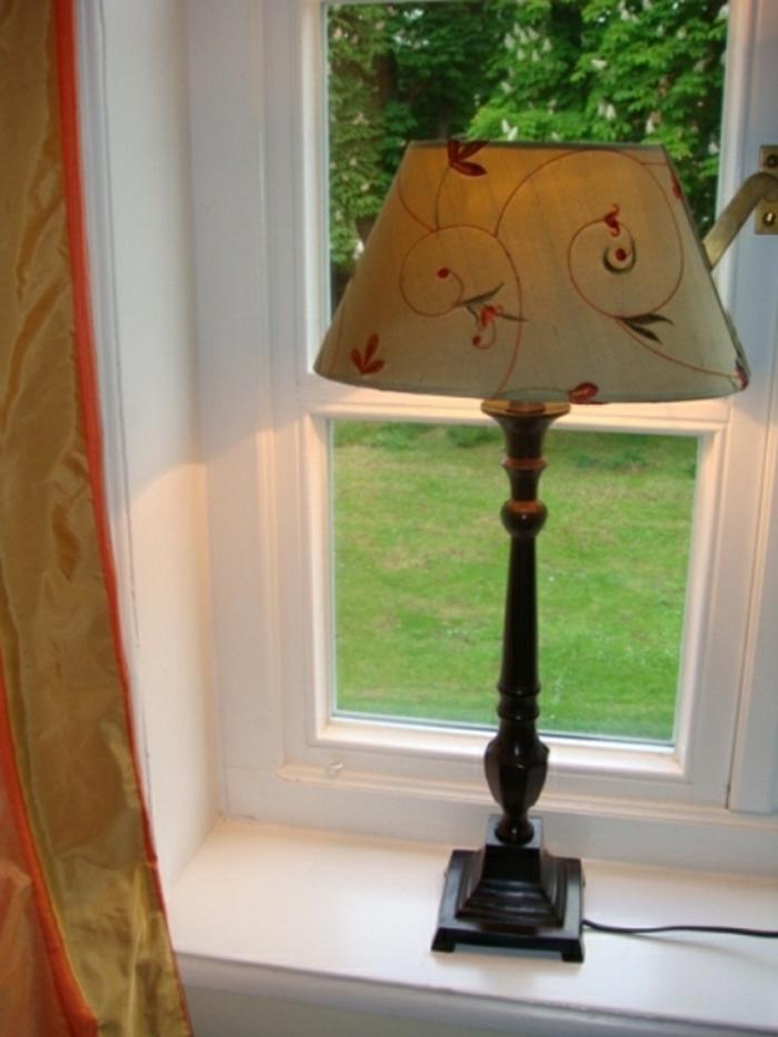 lampe für fensterbank landhaustil vintage sprossenfenster weiß lackiert