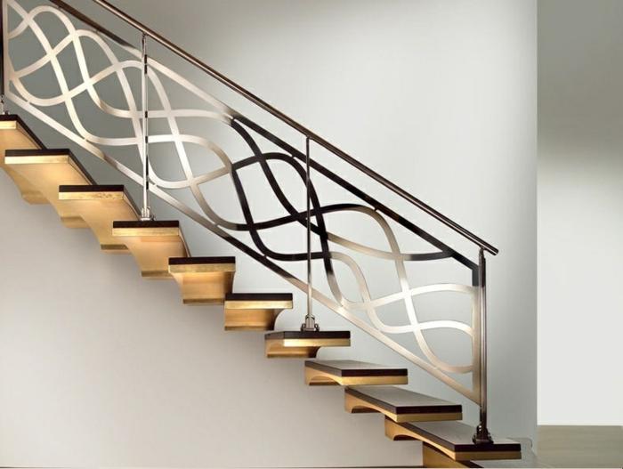 Treppen aus Stahl: freistehende Edelstahtreppen mit Holzstufen