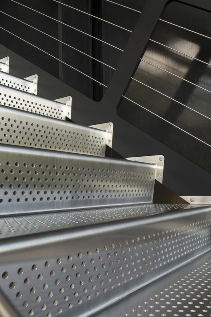 massive Treppen aus Stahl mit robustem Design