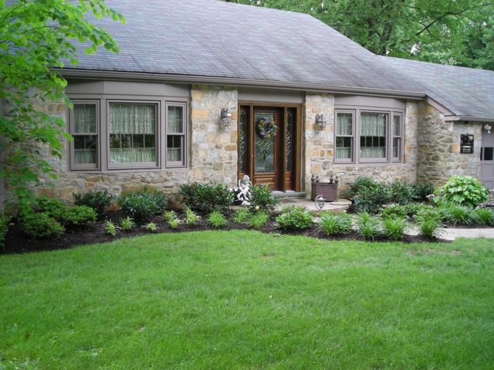 niedliches kleines Haus mit großen Vorgarten - Vorgartengestaltung Ideen