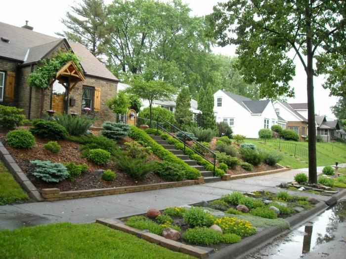 Treppen von Grün umgeben, Pflanzen auf Stuffen