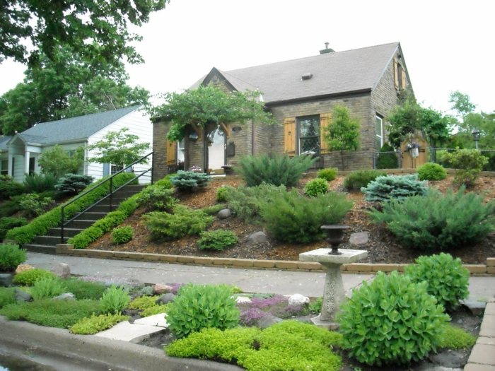 ein Garten auf Stuffen - so romantische Gestaltung - schöne Vorgärten