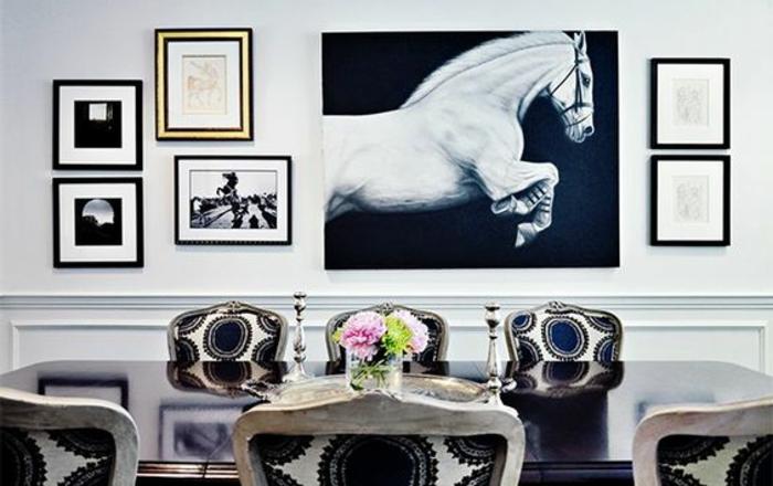 faszinierende wandbilder für ein schickes und einzigartiges zuhause weißes pferd schwarzer hintergrung