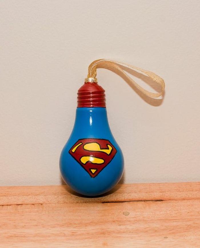 superman weihnachtskugel aus bemalter birne, schleife