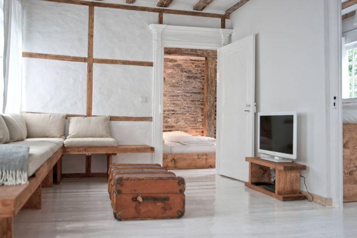 wohnzimmer ideen modern schlichtes design zum entlehnen, koffer, sofa, bett