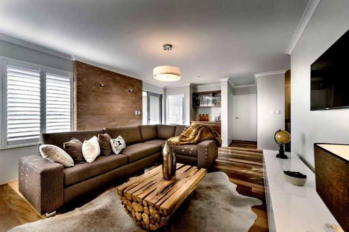 wohnzimmer ideen modern, braunes zimmer mit tisch aus holz, schöne designidee