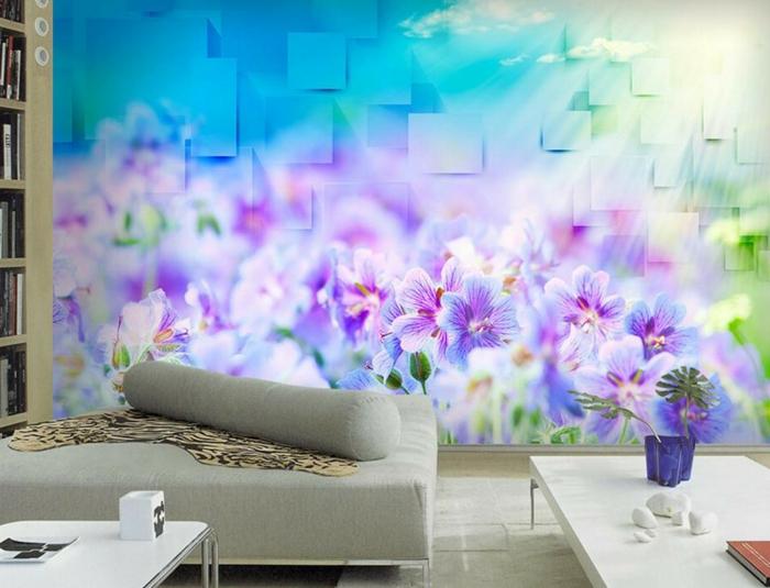 Wandgestaltung im Wohnzimmer mit 3-D-Tapeten mit Blumenmotiven, ineinander übergehende Farben
