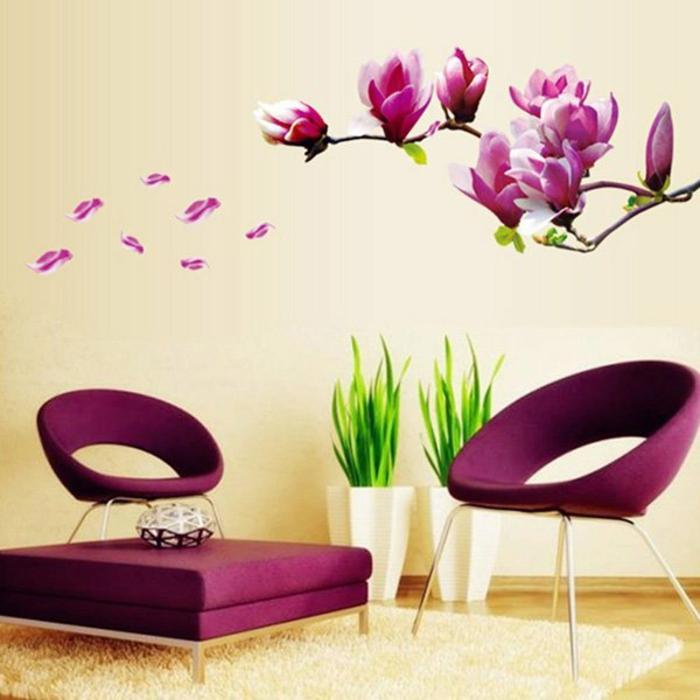 Wandgestaltung im Wohnzimmer mit tollen Wandstickern - violette Blühten