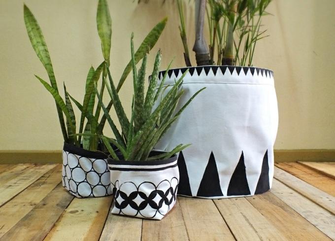 balkon blumentopf verkleidung für blumentöpfe deko aus stoff ideen grüne pflanzen deko auf dem boden parkett