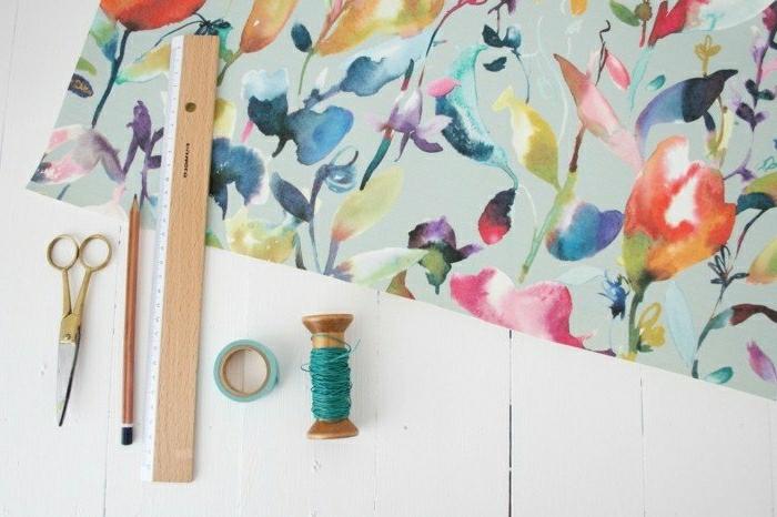 Lampenschirme selber machen: DIY Origami-Lampenschirm aus Bastelpapier in Pastellfarben
