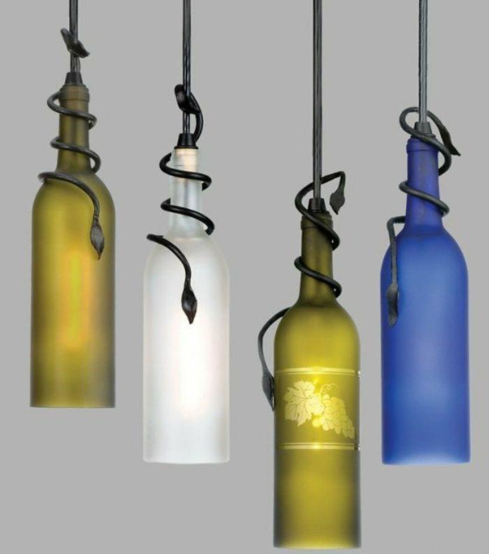 DIY Glaslampenschirme aus Weinflaschen in gelber, weißer und blauer Farbe mit einem interessanten Detail