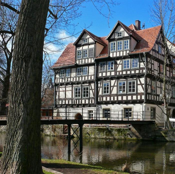 wunderschönes Haus am Fluß Fachwerkhaus Hausstil