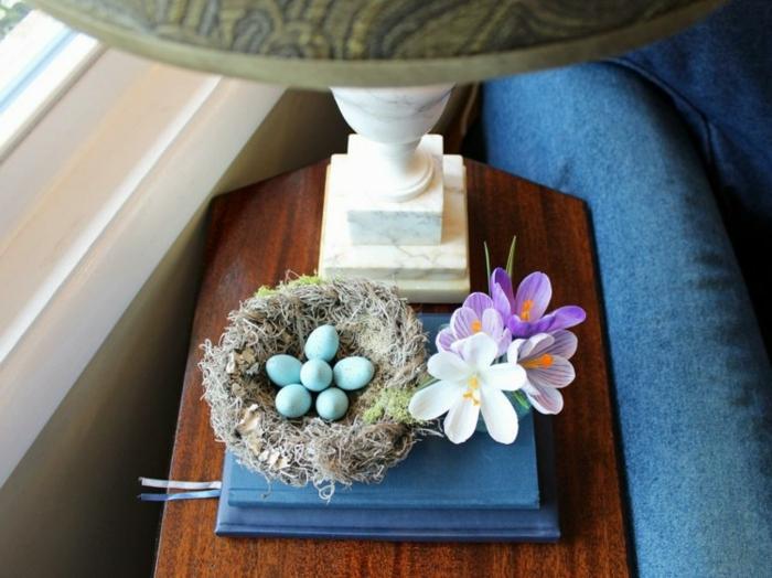 Fensterdeko Ostern mit Eiern und Blumen