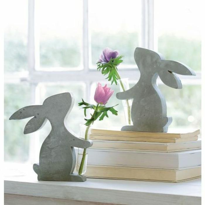 originelle Vasen auf der Bensterbank Fensterdeko Ostern