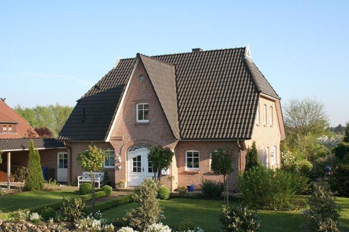 Friesenhaus Mauerwerk mit schönem Garten