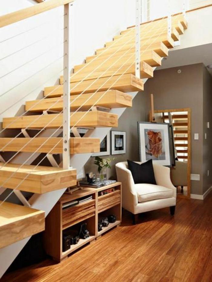 moderner Treppenaufgang Holz Treppenstufen durchsichtiges Geländer