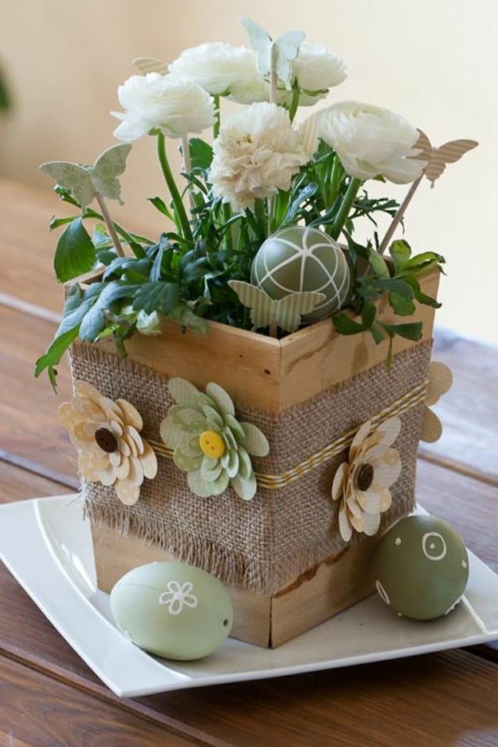 Blumenkübel aus Holz Osterdeko mit Ostereiern