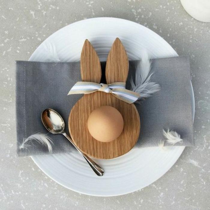 Osterdeko aus Holz schöne Tischdekoration Osterhase