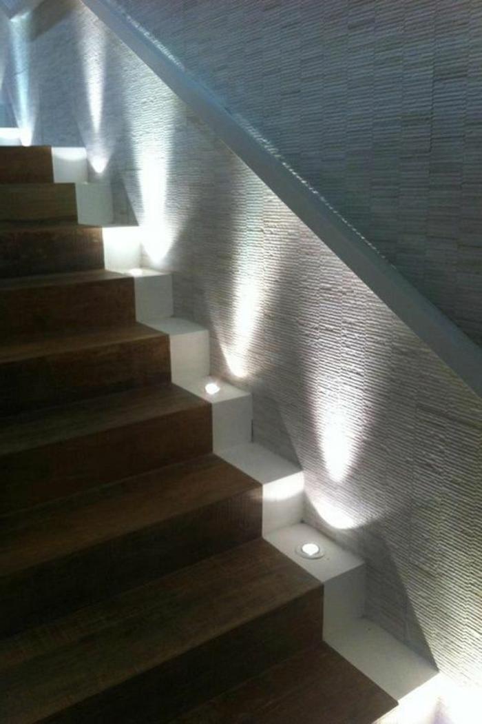 Spotlights Beleuchtung Treppenaufgang Holzverkleidung