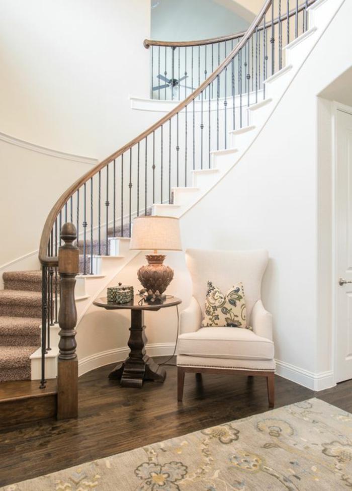 Treppe gestalten gemütliche Sitzecke in klassischem Stilrichtung