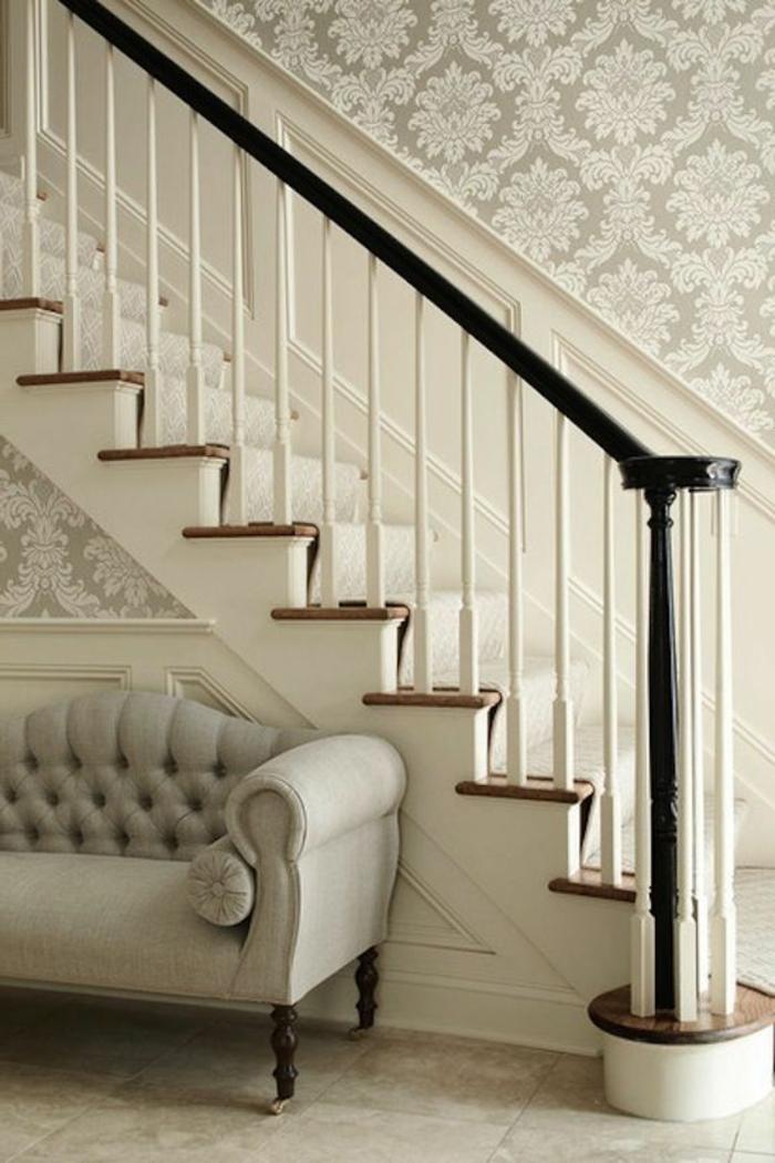 Antike Stilrichtung Treppenhaus Mit Klassischem Sofa Treppenaufgang  Gestalten ...