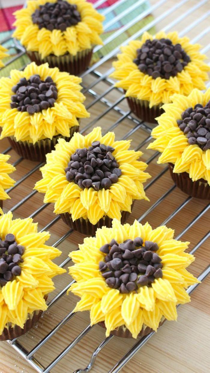 abschiedsparty fuer kollegen, cupcakes, sonnenblumen, verabschiedung