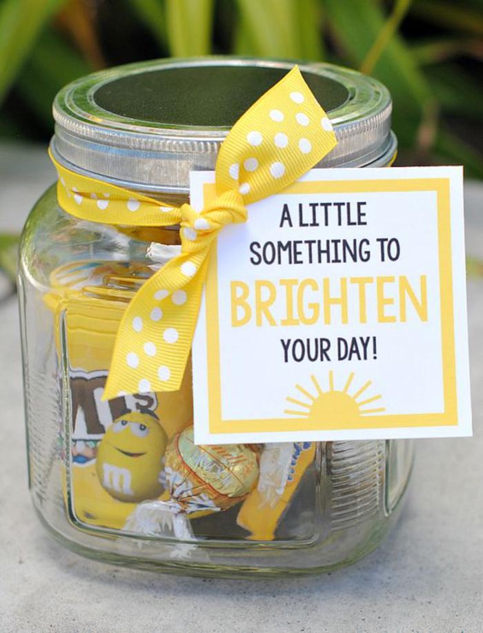 abschiedsgeschenk fuer kollegen, bonbons und suessigkeiten im glas, gelb