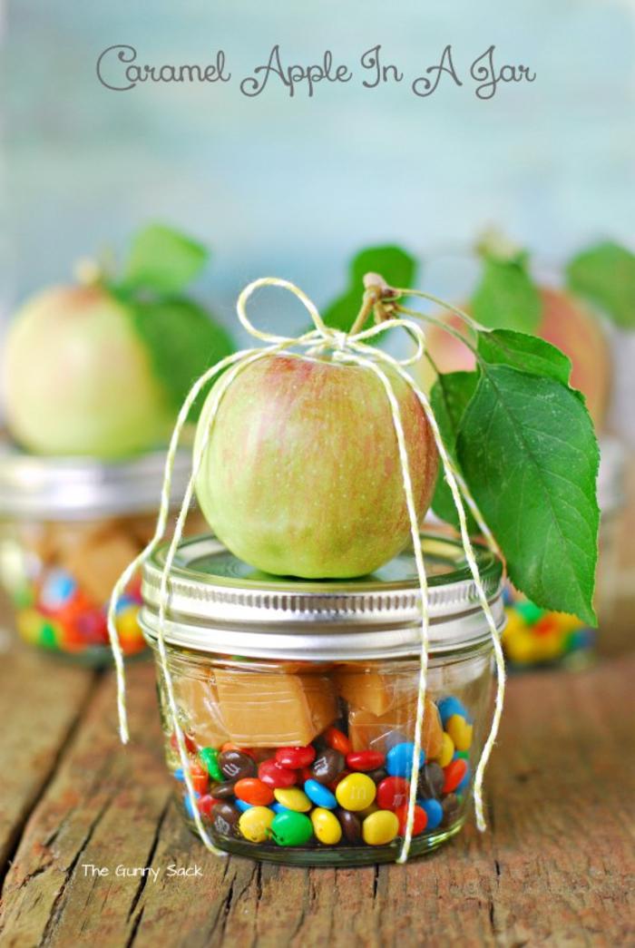 abschiedsgeschenk fuer kollegen, bonbons und karamell im glas, apfel