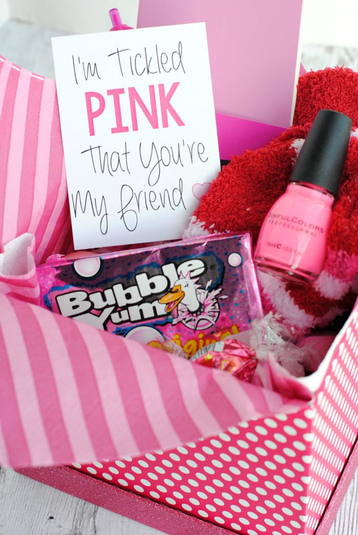 abschiedsgeschenk fuer kollegen, nagellack und kaugummi, rosa