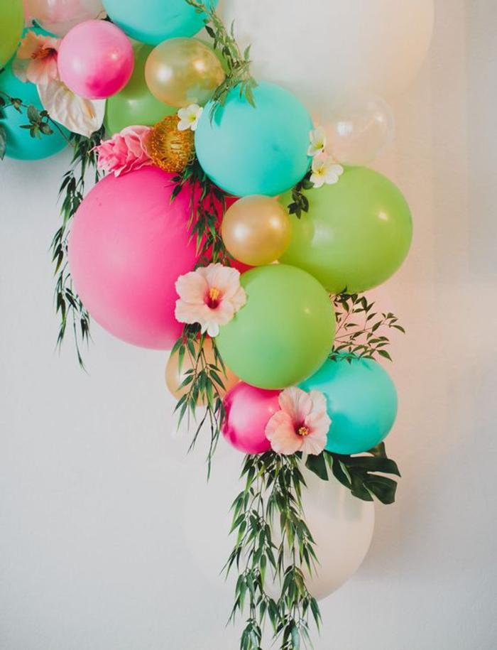 abschiedsparty organisieren, deko, ballons und blumen, bunt
